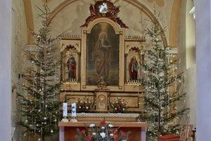 Veľký obraz s postavou svätca (v strede) pochádza vraj od Murgaša.