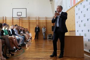 Študenti ho milo prekvapili svojím záujmom o školstvo.