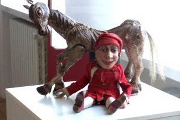 Z výstavy bábok v martinskom Literárnom múzeu.