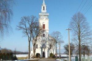 Dominanta Príboviec. Stavitelia sa inšpirovali kostolom v Ivančinej.