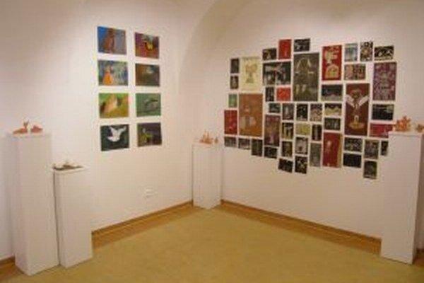 Časť výstavy s prácami detí.