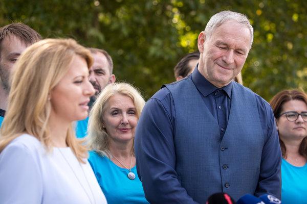 Zuzana Čaputová a Robert Bezák na spoločnej tlačovej konferencii.