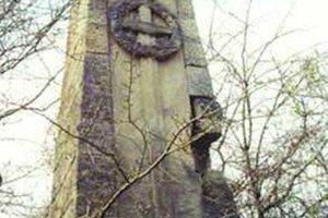 Obelisk z kamenárskej firmy Horn už dnes neexistuje. Jeho posledný záber stihla pred niekoľkými rokmi urobiť historička architektúry Klára Kubičková
