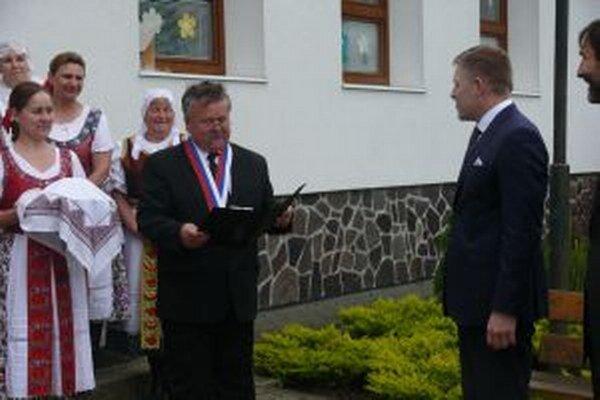 Premiéra Fica vítali v Šútove chlebom a soľou.