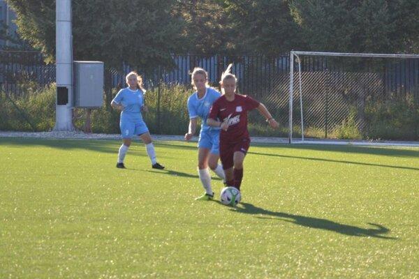 Pokračujú aj futbalové súťaže žien.