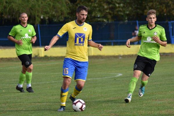 Sobrančanov nasmeroval za víťazstvom rýchlym gólom Martin Hreško (s loptou).