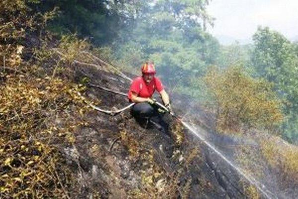 Oheň sa chlapom vo výške krotil náročnejšie.