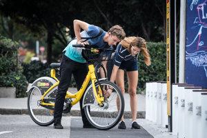 O žlté bicykle je v Bratislave bitka.