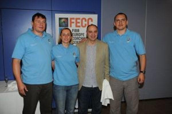 Peter Torda (vpravo) vedľa trénera Realu Madrid Pabla Lasa.