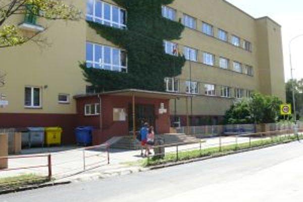 Čiastočnou rekonštrukciou prechádza i ZŠ na Mudroňovej ulici.