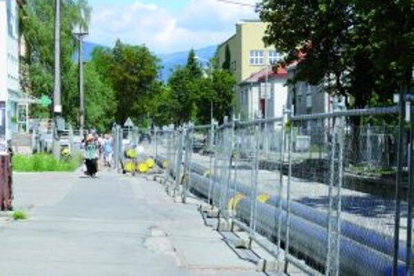 Letný pokoj. Časť Mudroňovej ulice je v súčasnosti uzavretá.