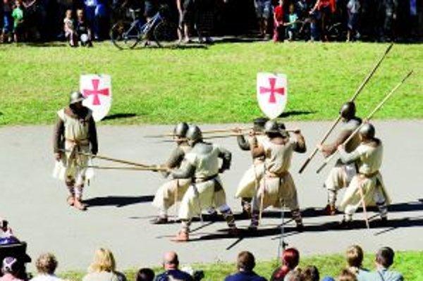 Templárski rytieri predviedli svoje umenie bojovať.