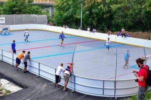 V hokejbalovom centre pod Zoborom to hlavne cez víkendy žije.