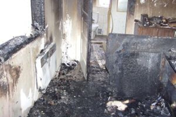 Požiar v Necpaloch spôsobila spadnutá šnúrka od žalúzií v elektrickom radiátore.