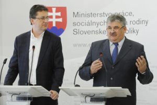 Šéfovia rezortov. Ministri Martin Glvač a Ján Richter spoločne pripravujú projekt dobrovoľnej vojenskej služby.