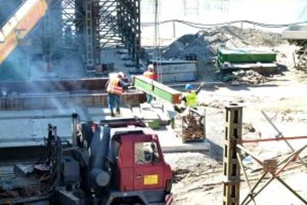 Stavebné práce zatiaľ prebiehajú podľa harmonogramu.