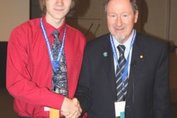 Michal Račko sa vo Phonixe osobne stretol i s nositeľom Nobelovej ceny Douglasom Deanom Osheroffom.