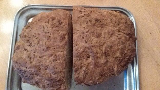 Jednoduchý chlebík špaldový.