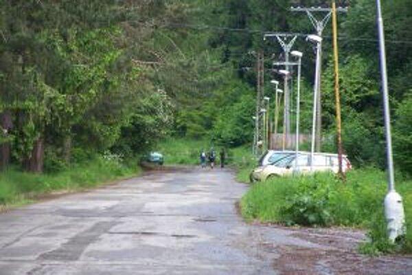 Je tu návrh, aby sa v budúcej sezóne čistila aj cesta k údolnej stanici lanovky na Stráňach.