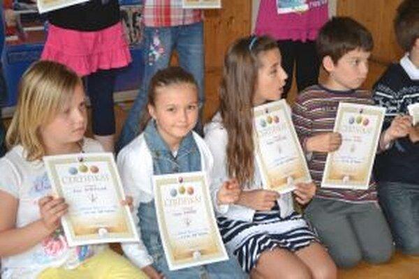 Certifikáty a odznaky získalo 113 žiakov.
