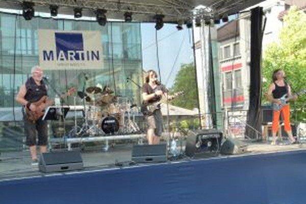 Vystúpenie kapely S.H.O.P s Petrom Bažíkom sa páčilo aj Martinčanom na Dňoch mesta.