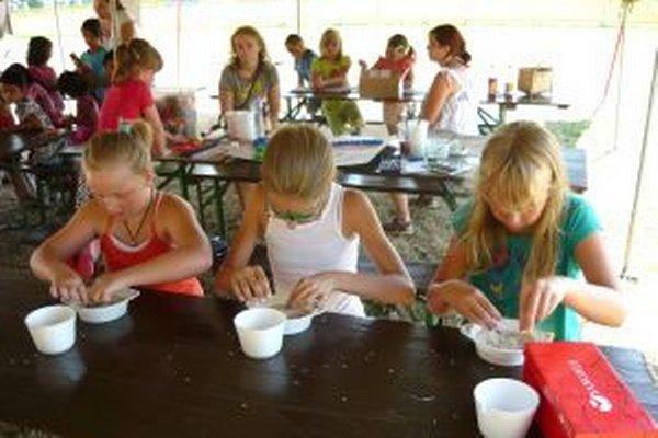 V Žabokrekoch deti triedili fazulu - ako Popolušky.