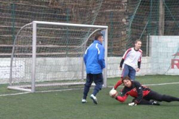 hráči MFK Dubnica (v modrom) rozstrieľali Ilavu.