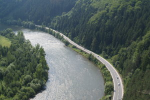 Úžina rieky Váh pod Strečnianskym hradom medzi Žilinou a Martinom.