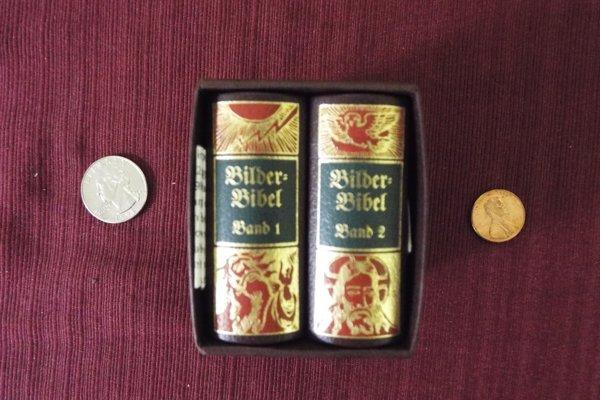 Miniatúrne tlače sa stali módou na konci 19. storočia, britská firma David Bryce/Son v rokoch 1900 - 1910 začala produkovať miniatúrne vydanie Biblie.