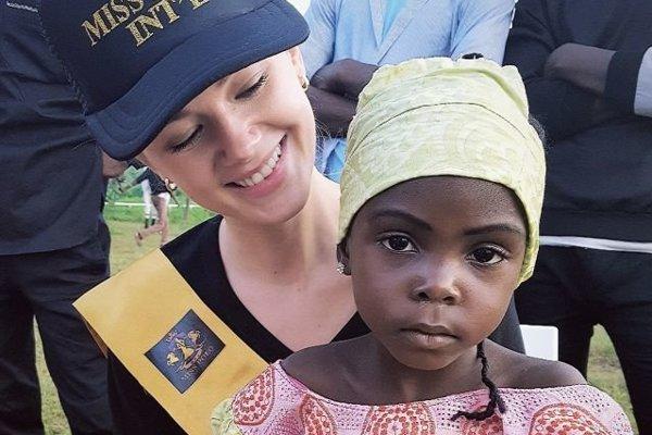 Monika navštívila ranč neďaleko Abuje, kde mala možnosť  zajazdiť si na koňoch a spoznať deti miestnych ľudí z ranča.
