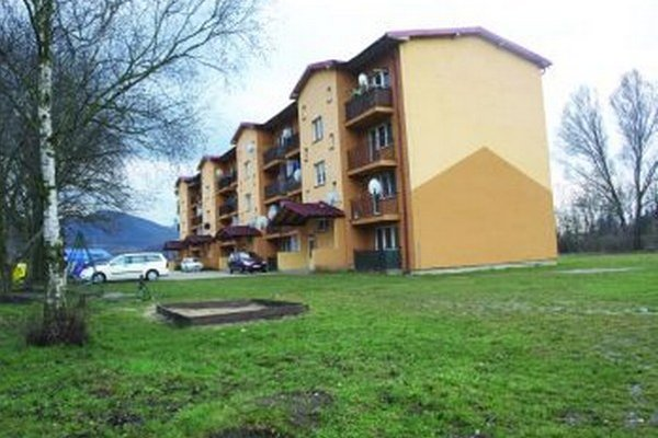 Napriek tomu, že je bytovka v Krpeľanoch takmer nová, obec musí do nej stále investovať.