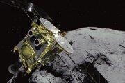 Koncom októbra sonda zostúpi k povrchu asteroidu, aby mohla zozbierať vzorky hornín a pôdy.