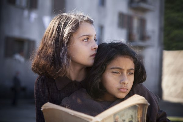 Geniálna priateľka je začiatkom štvordielnej knižnej ságy od Eleny Ferrante.
