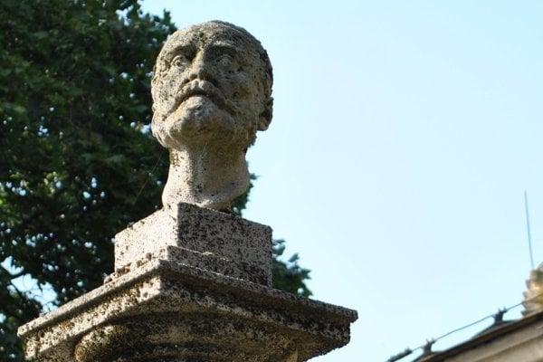 Nitriansky mestský cintorín je plný umeleckých skvostov.