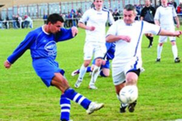 V susedskom derby medzi Dubovým a Diviakmi sa z víťazstvá tešili hostia.