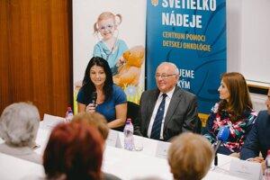 Martina Mišányová (vľavo) ďakuje, že môže žiť plnohodnotný život. Patrila k prvým pacientom špecializovaného centra.