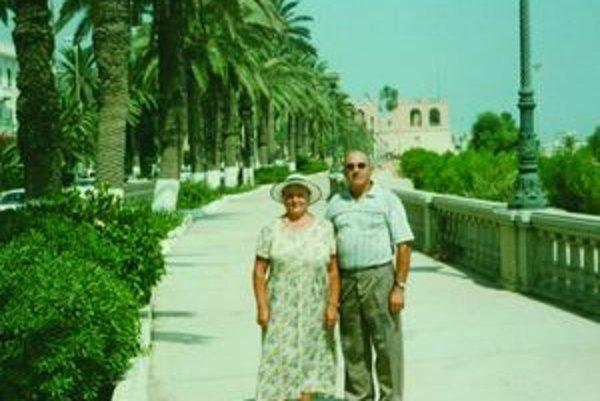 Ján Kovačka s manželkou na výlete v Tripolise v roku 2001.