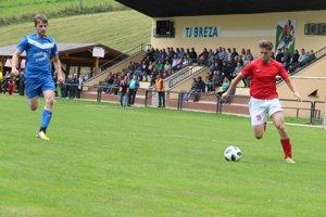 Zápas Brezy (v červenom) a Zubrohlavy rozhodol jediný gól.