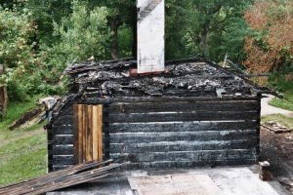 Drevenica bola po požiari natoľko poškodená, že ju museli zvaliť.