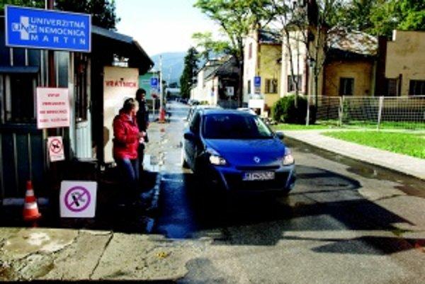 Parkovisko. Znevýhodnení sú najmä invalidi, ktorí sú schopní aj šoférovať.