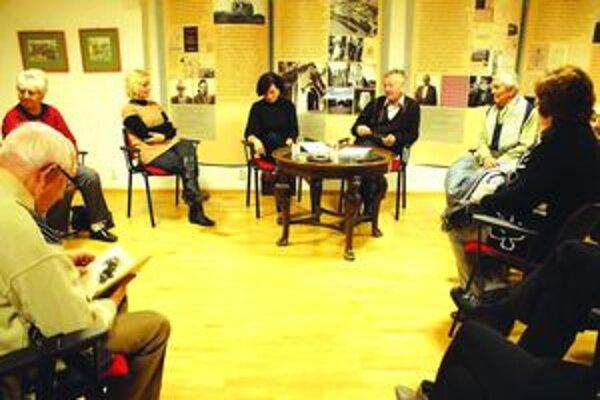 Alena Doležalová na stretnutí s čitateľmi.