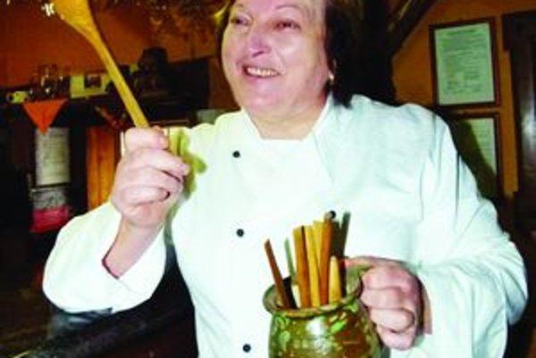 Mária Balšianková. Najviac jej sedia slovenské jedlá, ktoré varí v Drevenej dedinke v Beniciach.