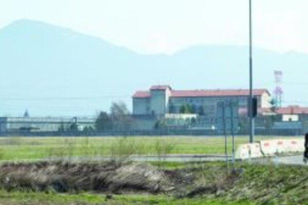 Možno raz na pozemku pri väznici postavia spaľovňu komunálneho odpadu. Je to však ešte vo hviezdach.