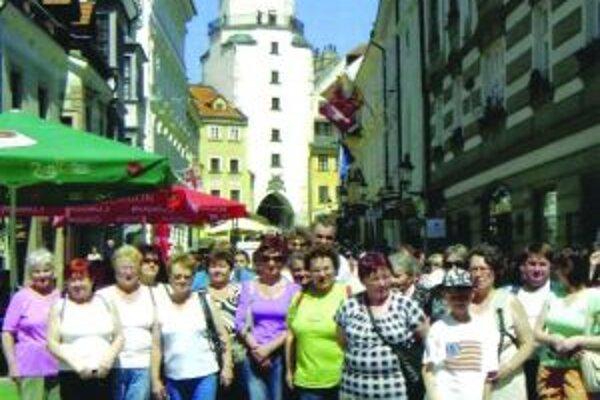 Podhradčania sa počas návštevy Bratislavy odfotografovali v historickom centre hlavného mesta.