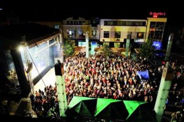 Takúto atmosféru majú nočné predstavenia na veľkom pódiu.