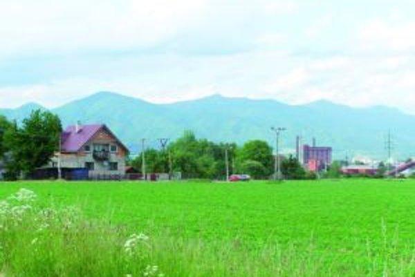 Fornigovo je blízko lokality Na Kameni. Tam mesto sústreďuje ubytovanie ľudí, ktorí sa dostali do sociálnej núdze.