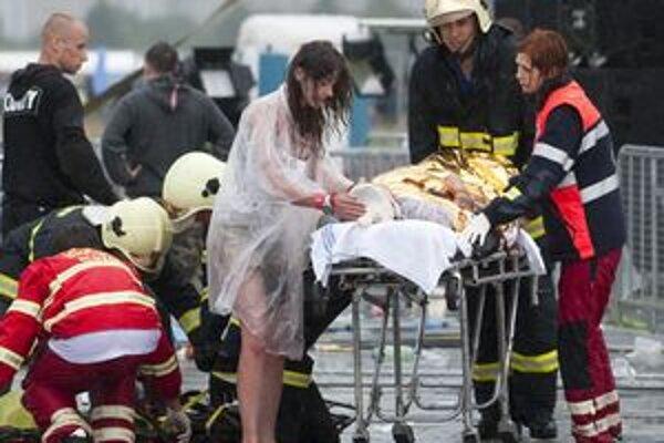 V Martinskej fakultnej nemocnici zostala z troch jedna obeť sobotňajšej tragédie festivalu bažant Pohoda - 19-ročná Trenčianka.