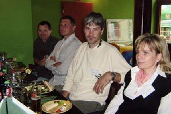 Zo stretnutia sa tešili aj bývalé opory plaveckého oddielu (zľava) Peter Lenďák, Mišou Roubal, Peter Palovič a Martina Miháliková.