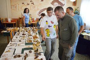 Peter Tomáň ľuďom ochotne odpovedal na otázky o hubách.
