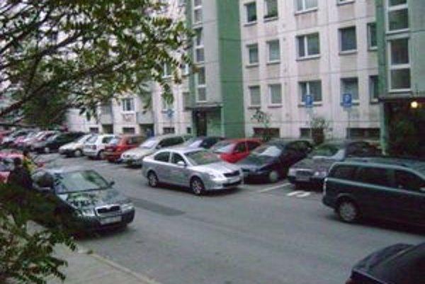 Parkovanie sa v Martine premieňa na kovbojku.